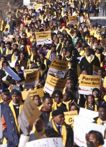Hundreds of people participate in a National School Choice Week rally as they make their way up the sidewalk along Dexter avenue to the Alabama State Capitol, Wednesday Jan. 28, 2015, in Montgomery, Ala. Parents and students rallied on the lawn of the Alabama Capitol Wednesday, urging state politicians to provide more publicly funded education options.(AP Photo/Hal Yeager)